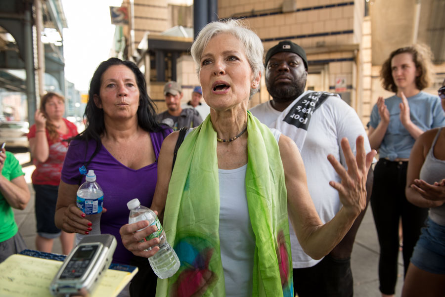 Jill Stein explains portions of her platform to the crowd./Natalie Piserchio