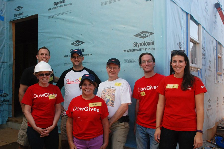 Dow employees and volunteers, Brian Dimeo, Janis Valotta, Justin Land, Doreen Gallagher, Joe Maglaty, Leo Otting, and Victoria Maseda